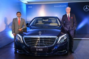 Mr.-Roland-Folger-Managing-Director-CEO-Mercedes-Benz-India-and-Mr.-Yashwant-Jhabakh-Group-Chairman-Mahavir-Motors-at-the-launch-of-Mercedes-Benz-S-400-1024x683